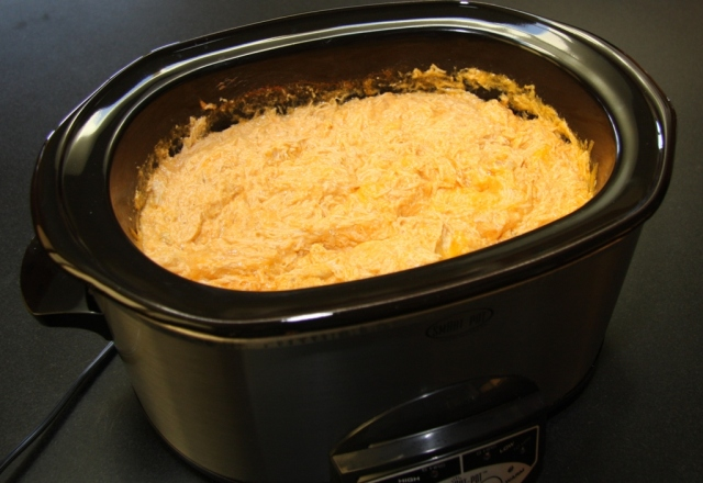 buffalo-chicken-in-crockpot-ready-to-eat1